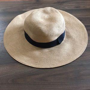 Express floppy beach hat